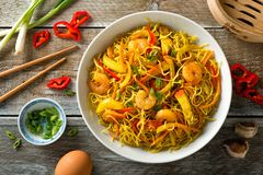 Singapore Style Noodles. Delicious Singapore style noodles with curry, shrimp, bbq pork, carrots, red pepper, onion and scallions Royalty Free Stock Photos