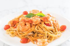 Spaghetti with shrimps, tomatoes, basil and cheese Royalty Free Stock Photos