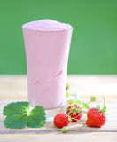 Delicious strawberry smoothie with yoghurt Royalty Free Stock Photos
