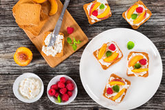 Delicious summer toasts with mascarpone cheese, raspberry and pe Stock Photography