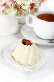 Delicious vanila cake with coffee Royalty Free Stock Photos