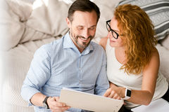 Delighted couple expressing positive emotions at home Royalty Free Stock Photos