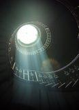Delikata sunlights bland spiral trappa royaltyfria bilder