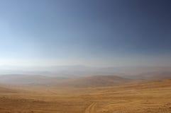 Delikatna mgiełka ranek mgła nad doliną hilly krajobrazu Sawanna, obszar trawiasty Obrazy Stock