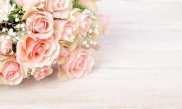Delikatny bukiet świeże różowe róże obrazy stock