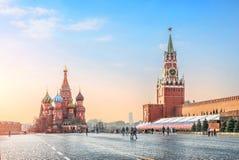 Delikatny niebieskie niebo ranek na placu czerwonym zdjęcie stock