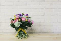 Delikatny pi?kny bukiet kwiaty zamkni?ci w g?r? zdjęcie stock