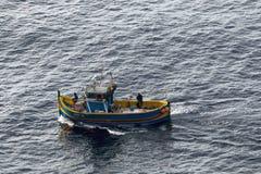 Delimara, Мальта 23-ье января 2015: Рыбацкая лодка стоковое фото rf