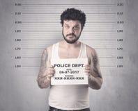 Delincuente cogido en cárcel imagen de archivo