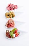 Deliscious开胃小菜板材用帕尔马巴马干酪和橄榄 免版税库存图片