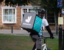 Deliveroo骑自行车者送货人 库存图片