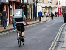 Deliveroo cyklist Arkivfoton