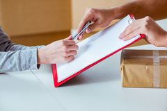 The delivery man delivering parcel box Royalty Free Stock Photography