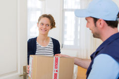 Delivery man handing over a parcel to customer Royalty Free Stock Images