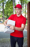 Delivery man with a tablet Royalty Free Stock Photos