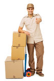 Deliveryman Gestykuluje aprobaty Brogującymi kartonami fotografia stock