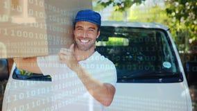 Deliveryman sygnalizować aprobaty podczas gdy niosący pakunek zbiory wideo