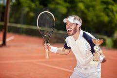 Delizi il vincitore nella partita del tennis fotografie stock