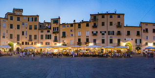 Dell'Anfiteatro Lucca πλατειών τή νύχτα Στοκ φωτογραφίες με δικαίωμα ελεύθερης χρήσης