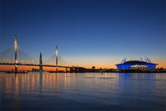 ` Dell'arena di San Pietroburgo del ` dello stadio sull'isola di Krestovsky e diametro ad alta velocità occidentale del ponte str Immagini Stock