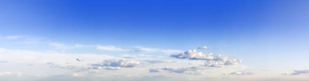 Dell'azzurro cielo cloudly Fotografia Stock Libera da Diritti