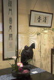 Dell'interno decori la calligrafia conservata in vaso di cinese del loto Immagini Stock