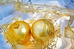Dell'oro e dell'azzurro di natale degli ornamenti vita ancora Fotografia Stock