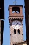 Dell& x27 Torre; Orologio, каменная колокольня в Лукке, Италии Стоковая Фотография