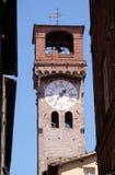Dell& x27 Torre; Orologio, каменная колокольня в Лукке, Италии Стоковое Изображение RF