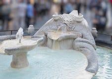 Della Barcaccia Фонтаны или фонтан fo уродская шлюпка, Рим стоковые фото
