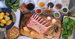Della cima vista giù degli ingredienti per il carrè di agnello Fotografie Stock Libere da Diritti