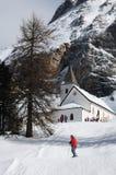 Della Croce - Ospizio Santa Croce - Chiesa Santa Croce de Sasso sob o grupo nas dolomites italianas, Trentino de Croce do della d Imagens de Stock Royalty Free