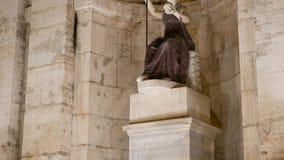 Della Dea Roma van beeldhouwwerkfontana nacht Rome, het stock video