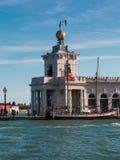 Della Dogana de Punta en Venecia, aduanas anterior Imagen de archivo libre de regalías
