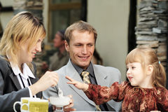 Della famiglia caffè all'aperto Immagine Stock