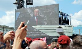 Della folla bandiere dell'onda entusiasta Quadrato di Krasinski Fotografia Stock