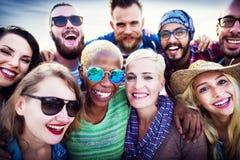 Della gioventù della gente di amicizia di estate del partito concetto insieme Immagine Stock