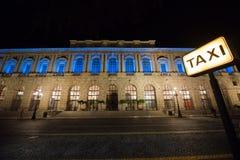 Della Gran Guardia de Palazzo en Verona, Italia - tiro de la noche imagenes de archivo