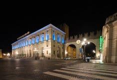 Della Gran Guardia Palazzo στη Βερόνα, Ιταλία - πυροβολισμός νύχτας στοκ φωτογραφία