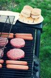Della griglia alimento fuori per il cuoco fuori Immagini Stock