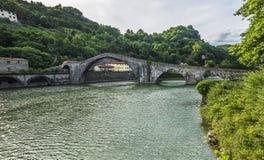Della Maddalena - Ponte del Diavolo de Ponte, Lucca fotos de stock royalty free