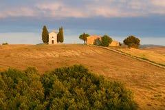 Della Madonna di Vitaleta de Cappella teniendo en cuenta el sol poniente en una tarde de septiembre Toscana, Italia Fotografía de archivo