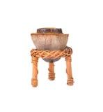 Della noce di cocco dei vasi candele fuori su fondo bianco Fotografia Stock