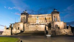 Della Patria de Altare del monumento de Vittorio Emanuele II aka como caídas de la noche en Roma almacen de metraje de vídeo
