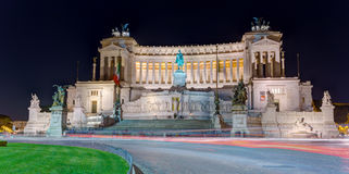 Della Patria di Altare alla notte, Roma, Italia Immagini Stock