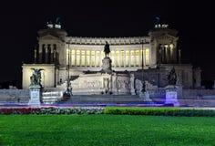 Della Patria di Altare a Roma di notte Fotografia Stock