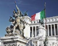 Della Patria Roma de Altare y bandera italiana fotografía de archivo libre de regalías