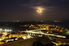Della Pescaia, rosa Vollmondnacht, panoramisches Nachtbild Italiens Toskana Castiglione stockbild