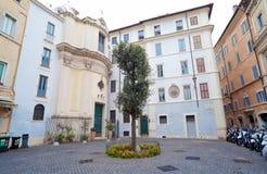 Della Quercia e Santa Maria della Quercia Church da praça na ROM Fotografia de Stock Royalty Free