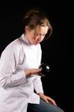 Della ragazza sguardo attentamente ad una sfera magica Fotografia Stock Libera da Diritti